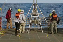 Researchers on RV Sikuliaq deck